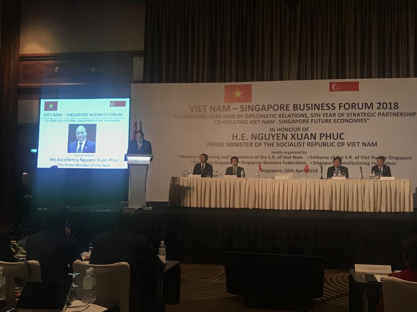 Mở công ty tại Việt Nam. Thủ tưởng Nguyễn Xuân Phúc kêu gọi nhà đầu tư nước ngoài thành lập công ty tại Việt nam tại Hội thảo Singapore