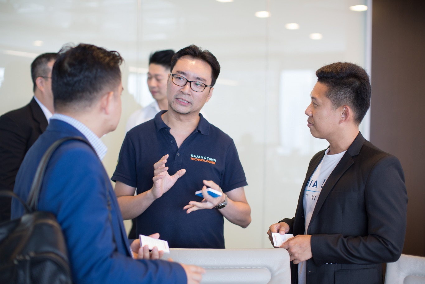 Legal Tech is very important and is supported by Government of Singapore. Lawyer Pham discussed with legal tech experts from Rajah & Tann Tech company