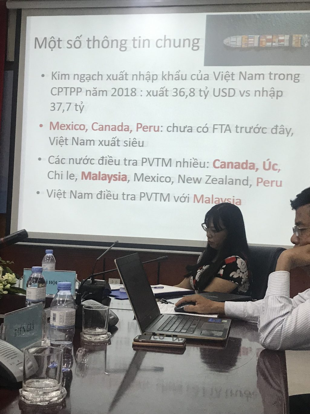 The seminar also discussed about the commitments of safeguard measures under CPTPP. Some recommendations are mentioned so that Vietnamese enterprises could avoid investigations from other countries.